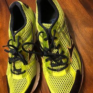 Mizuno Running Sneakers. Wave Rider 15. Men's 12.5